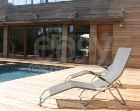 terrasse en bois avec piscine  villa contemporaine cassis france 13