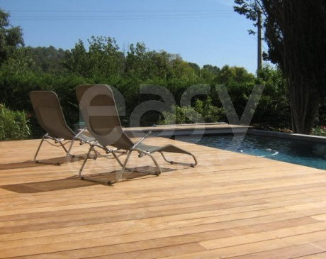 terrasse en bois et jardin villa contemporaine marseille france 13