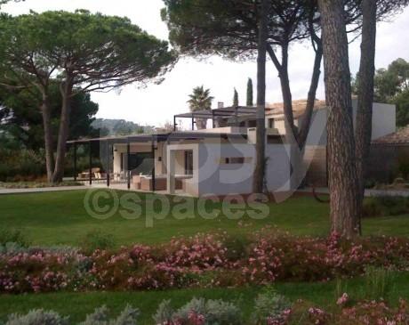 location de maison contemporaine avec piscine et jardin pour les tournages de films et les productions photos saint tropez