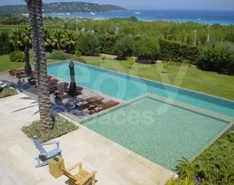 piscine vue mer  à saint-tropez pour production photo et tournages