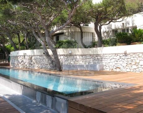 piscines de villa contemporaine à louer marseille bouches du rhône