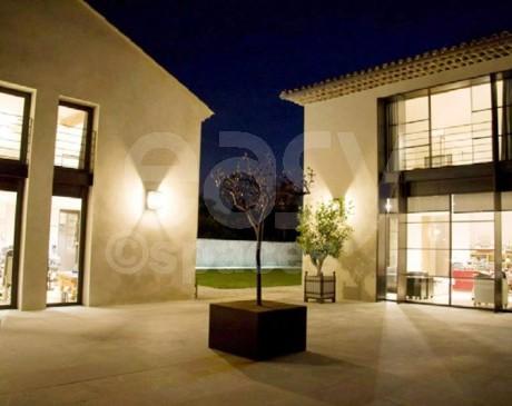 cour de villa contemporaine à louer pour les tournages films et photos aix en provence