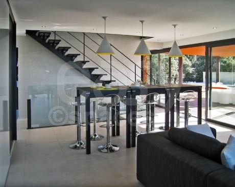 séjour contemporain dans villa en location pour cinéma et photos Lubéron