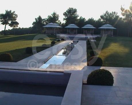 jardin avec piscine à louer pour événementiel, lancement de produit et tournages toulon bandol var 83