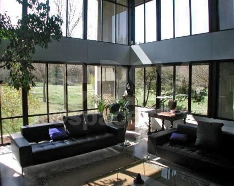 maison moderne style atelier d'artiste pour photoshoot