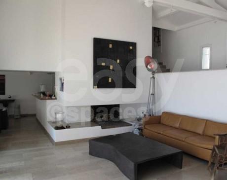 Salon séjour maison moderne avec cheminée St Tropez Var