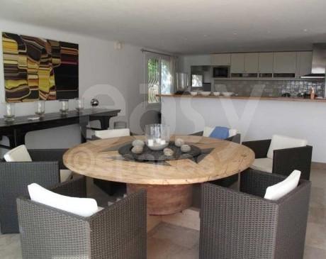 Séjour salle à manger villa piscine vue mer saint-Tropez Var