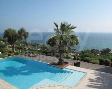 Piscine et terrasses vue panoramique sur la mer Saint-Tropez