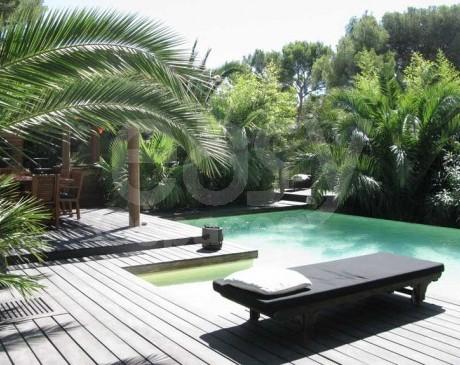 location maison en bois avec piscine jardin exotique pour photos tournages marseille lieux lieu. Black Bedroom Furniture Sets. Home Design Ideas
