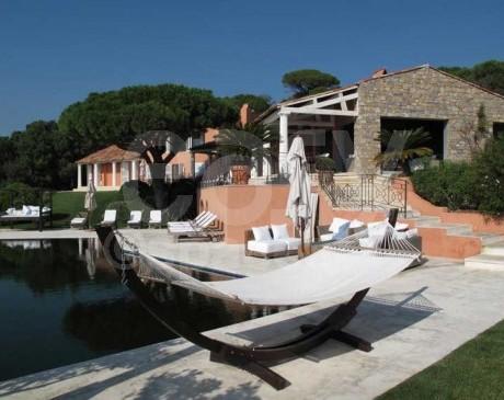 location villa avec piscine vue mer saint tropez sud de la france Var