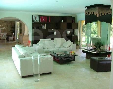 location de lieux et d 'intérieur de villa pour les tournages dans le sud de la france à saint tropez