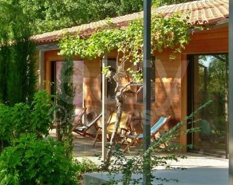 villa d ' archi contemporaine avec piscine à louer pour tournages lubéron