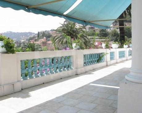 location de salle  avec large terrasse pour evenements et photos nice
