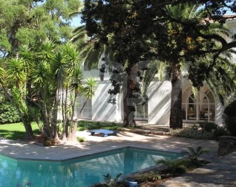 villa avec piscine et terrasse en bois exotique à louer pour shooting hyères toulon var