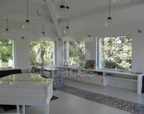 intérieur avec piano de villa moderne en location pour tournages de films et photos  toulon hyères var