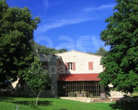location de villa en pierre avec piscine pour tournages marseille 13