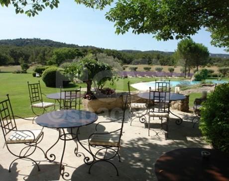 location de décor dans le sud de la France pour événements luberon
