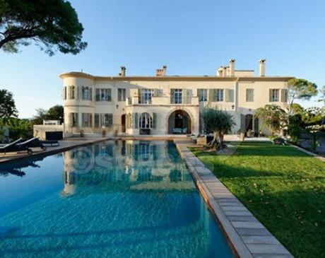 location de décors avec piscine pour tournages de films dans le sud de la France frejus saint raphael  Cannes