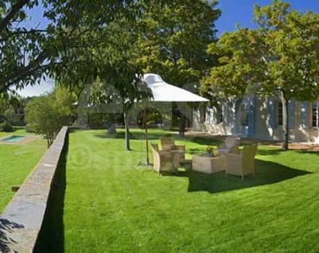 location de demeures de charme avec piscine pour tournages et prises de vues photos Luberon