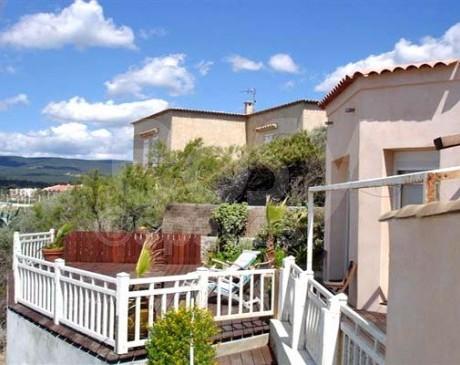 location de lieu avec terrasse en teck pour cinéma Marseille