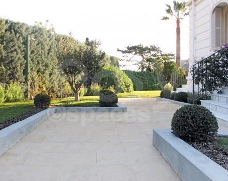 location de lieu avec piscine pour tournage de films Nice cote d ' azur