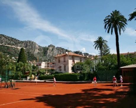 location de décors et terrains de tennis pour le cinéma et la photographie