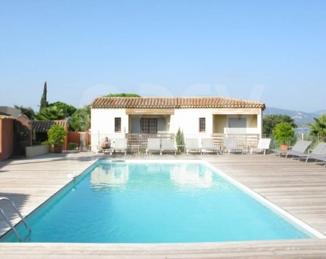 louer une piscine avec terrasse en teck pour prises de vues photos et tournages de films st tropez var