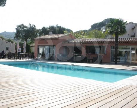 hôtel provençal avec piscine pour tournages et shootings photos st tropez france