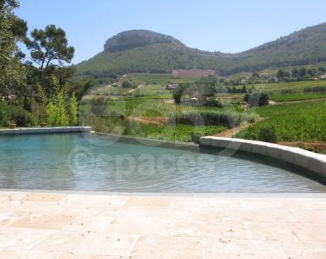 location de maison avec piscine et jardin au coeur de la campagne marseille