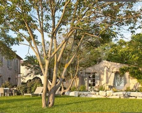 Location de décors en pierre en région PACA Luberon