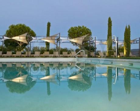 Décors avec piscine pour production photographique en provence Luberon