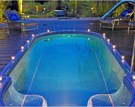 Location de lieu avec piscine et jardin pour lancement de produit Cannes