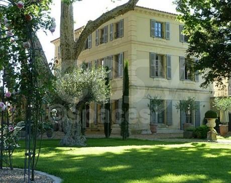 location grands jardins verts avec piscine pour prise de vue Sud de la France Luberon