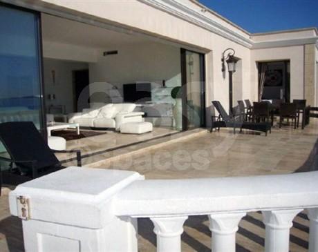 Location de villa avec grandes terrasses pour fetes Cannes