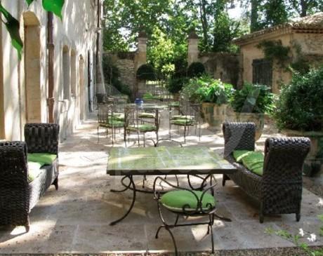 Location de villa avec piscine pour les tournages de publicites et photos de mode luberon