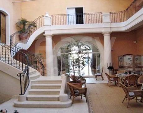 Location de belle demeure avec piscine pour tournage video Arles