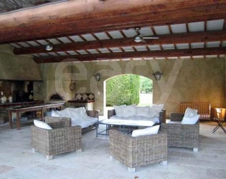 location de villa avec piscine pour production photo entre nimes et marseille