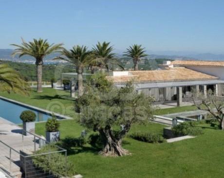 location de villa contemporaine charme avec piscine et beau jardin saint-tropez cannes nice monaco aix marseille