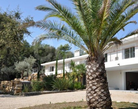 modern villa to rent for a corporate event in Paca region