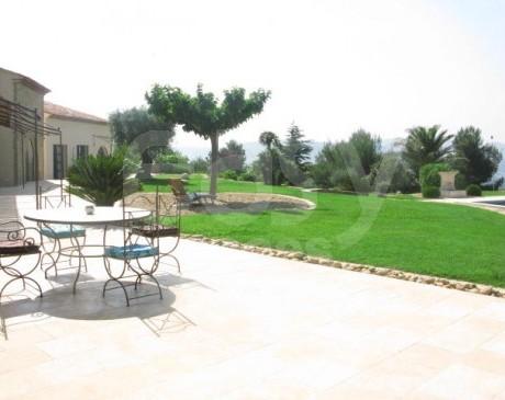louer une villa avec piscine chauffée pour photos en région Provence alpes côte d'azur Marseille Toulon