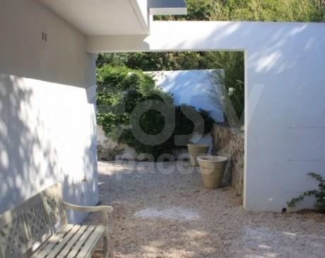 Maison à louer pour tournages photos avec piscnine et verdure PACA var 83