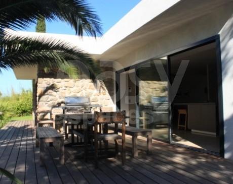 Location de villa avec terrasse en teck et piscine Var 83