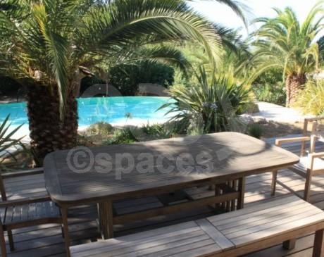 Repérages de décors villa avec piscine et jardin Saint-Tropez 83