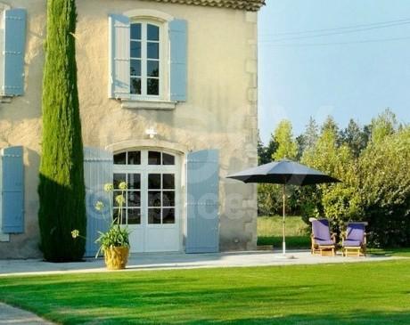 Location de bastide villa mas maison à louer pour le cinéma et la photographie vaucluse 84