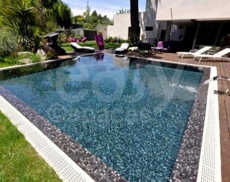 villa moderne d ' architecte avec piscine en location pour shooting photo ou cinema côte d  'azur