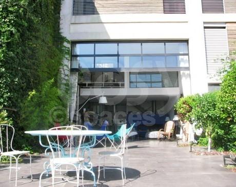 location de decor avec terrasse pour photos et tournage  marseille