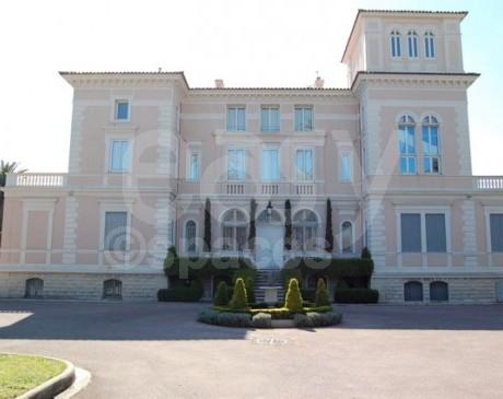Maison avec decoration de typer baroque à louer pour photo ou tournage