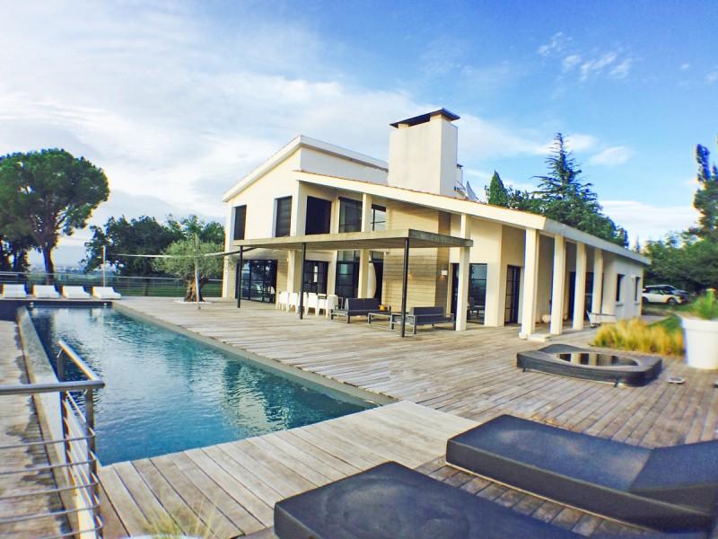villa contemporaine à louer pour lancement de produit