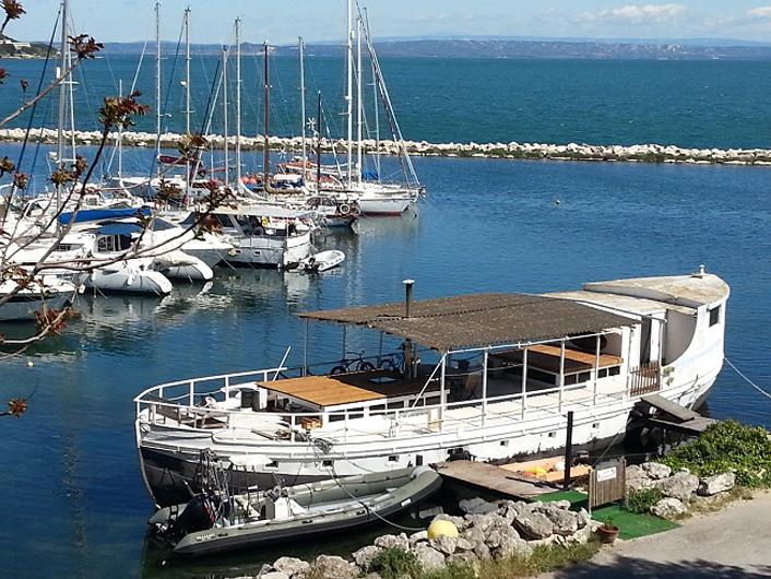 louer un bateau de pêcheur pour photo