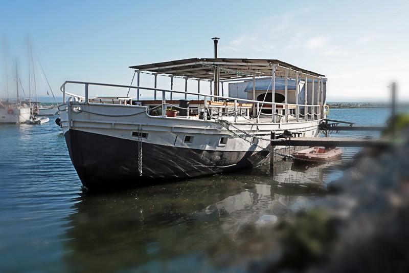 louer un bateau de pécheur pour lancement de produit